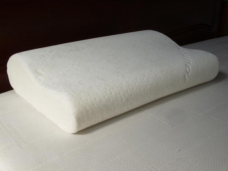 luxury memory foam contour pillow