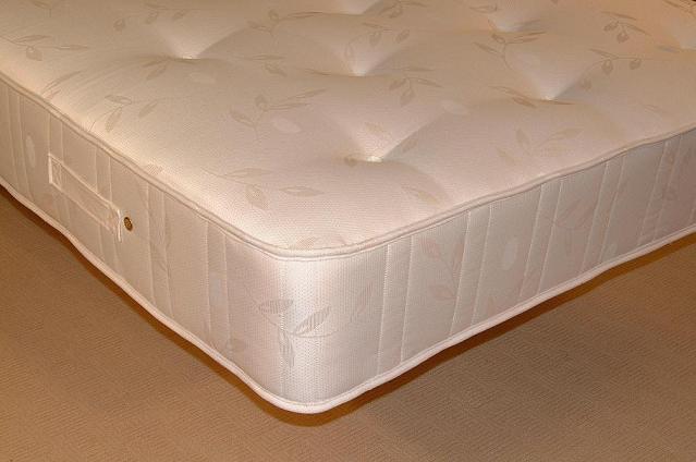 Pocket Contour Guest Bed